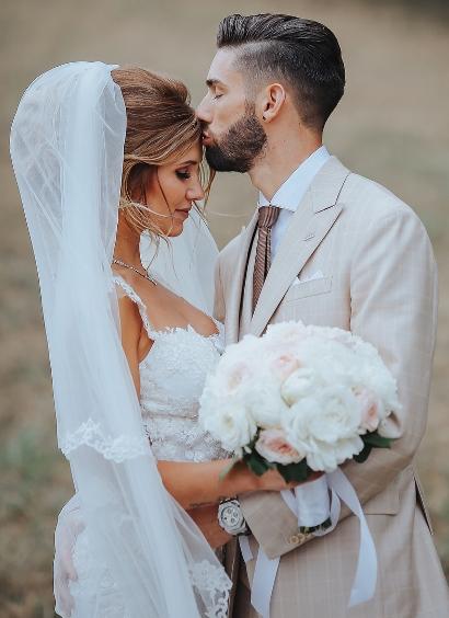 Cô kết hôn với ngôi sao bóng đá Bỉ  Noemie Happart giữa năm 2017, khoảng hơn hai năm sau khi công khai hẹn hò.