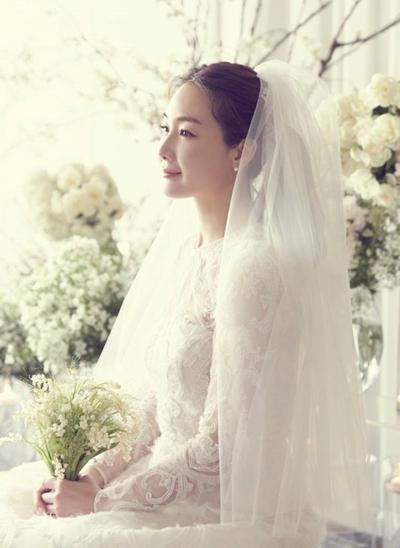 Người đẹp Bản tình ca mùa đông công khai một số tấm ảnh trong hôn lễ ngày 29/3.