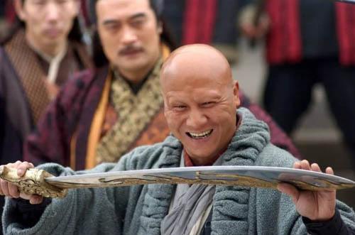 Diễn viên Kế Xuân Hoa thường cạo trọc đầu trong các phim võ thuật, kiếm hiệp.