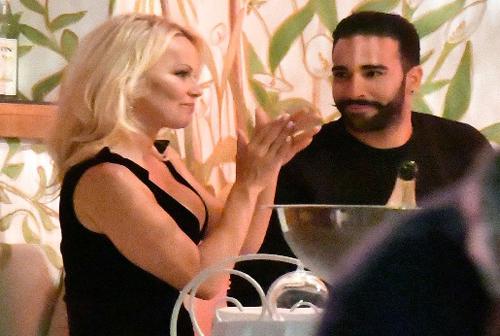 Pamela Anderson và Adil Rami gặp nhau từ năm 2017.