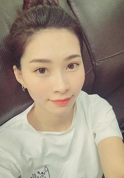 Nhan sắc và vóc dáng Hoa hậu Việt Nam 2014 không thay đổisau ba tháng sinh con.