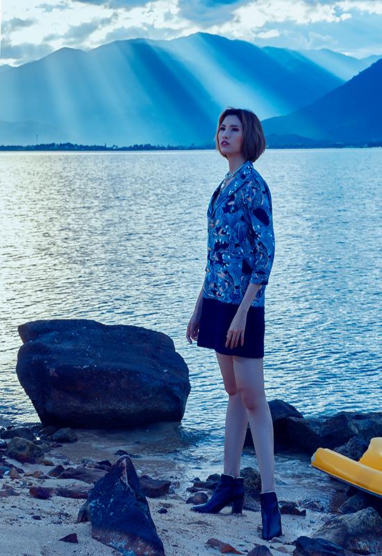 Người mẫu cao 1,9 m thư giãn ở vịnh Vân Phong