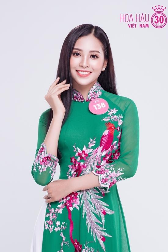 Thí sinh Hoa hậu Việt Nam diện áo dài đa sắc