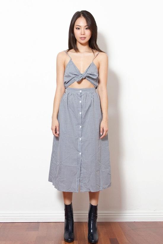 Váy áo thắt nơ ở ngực - trào lưu hot hè 2018