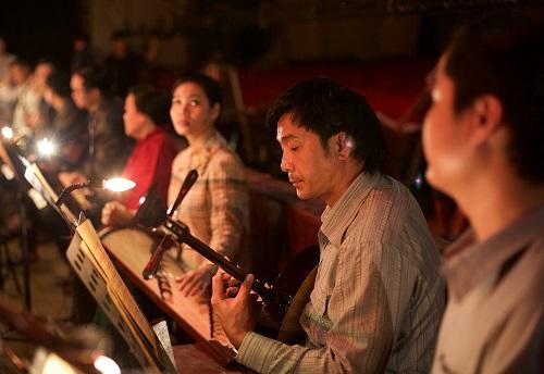 Cảnh hậu trường của dàn nhạc trong phim.