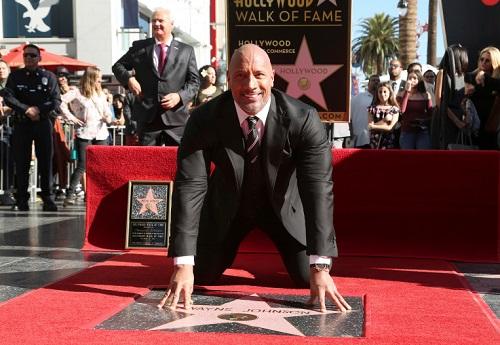 The Rock nhận ngôi sao trên Đại lộ Danh vọng ở Hollywood (Mỹ) vào tháng 12/2017.