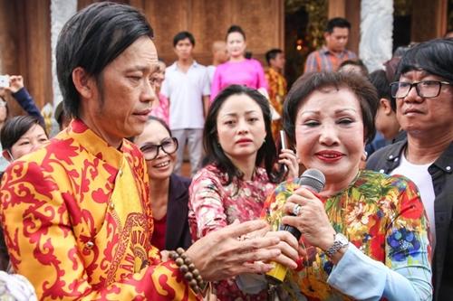 Hồng Nga thăm đền thờ tổ của NSƯT Hoài Linh