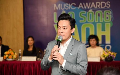 Nam ca sĩ Lam Trường xuất hiện trong buổi họp báo giới thiệu phiên bản Làn sóng xanh mới.