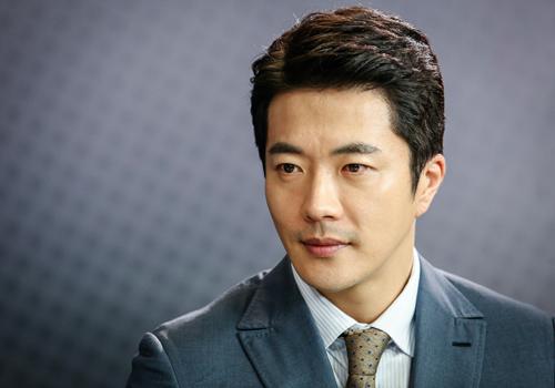 Kwon Sang Woo nhận nhiều câu hỏi thú vị từ độc giả.