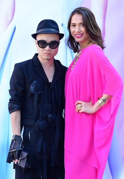 Năm 2015, Ngọc Khánh là một trong sốkhách mời đặc biệt của show thời trang La Vie En Rose ở Mỹ. Cô toát lên vẻ thanh lịch trong bộ đầm suông giấu đường cong của nhà thiết kế Đỗ Mạnh Cường.