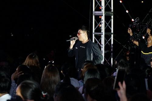 Mỹ Linh diện váy đen quyến rũ biểu diễn trên sân khấu - 3