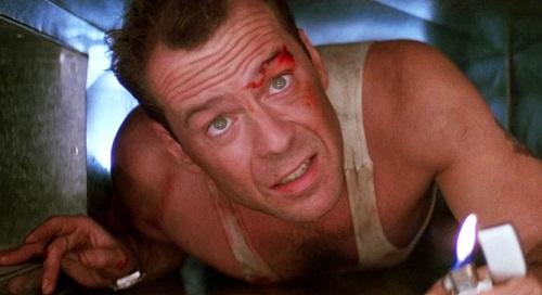 Tác phẩm mở đầu cho loạt phim ăn khách cùng tên và biến Bruce Willis (ảnh)từ một diễn viên hài truyền hình thành ngôi sao toàn cầu.