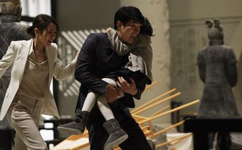 Kim Sang Kyung (ảnh)thủ vaichính - một người cha đơn thân và quản lý tòa nhà.