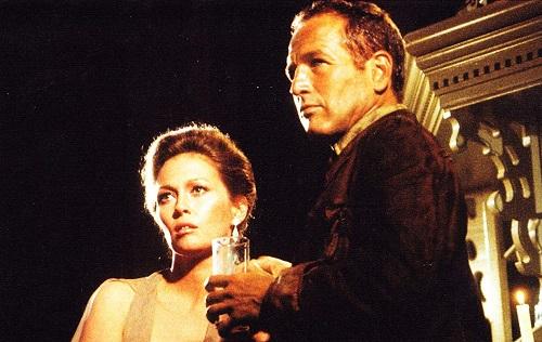 Paul Newman vàFaye Dunaway (trái) - thủ vai bạn gái anh trong phim.