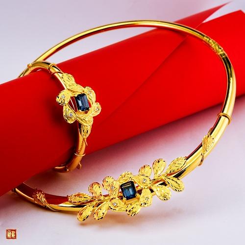 Phái đẹp chỉ cần thêm từ 200.000 đồng đến 500.000 đồng so với trang sức vàng bạc thông thường, khách hàng đã sở hữu ngay một món trang sức nạm kim cương sang trọng là đôi bông tai, mặt dây chuyền hay chiếc nhẫn xinh xắn.