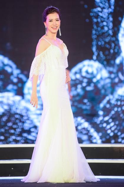 Đến từ Cao Bằng, Hà Thanh Vân là thí sinh dân tộc thiểu số duy nhất của vòng chung kết Hoa hậu Việt Nam năm nay. Cô gái người Tày cao 1,7 m, số đo ba vòng 81 - 63 - 93 cm.
