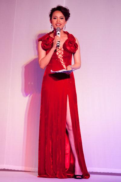 Nhan sắc Ngọc Khánh trong giai đoạn 2000 - 2004. Sau đăng quang, cô thử sức ở nhiều lĩnh vực: MC, biên tập viên truyền hình và kinh doanh.