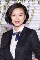 Ngô Thanh Vân mặc nam tính đi xem thời trang