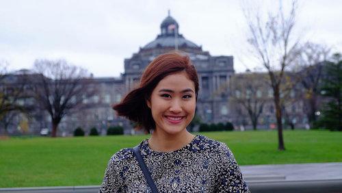 On-anong Homsombath hiện làm việc tại Ủy ban Sông Mekong. Thời còn học phổ thông, cô từng tham gia chương trình trao đổi du học sinh giữa Mỹ, Nhật Bản, Việt Nam, Philippines, Singapore, Indonesia, Malaysia...