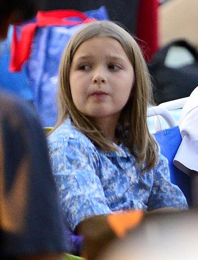 Harper được anh trai Brooklyn và Cruz đưa đi xem phim ở rạp ngoài trời và picnic cùng các con của đầu bếp Gordon Ramsays.