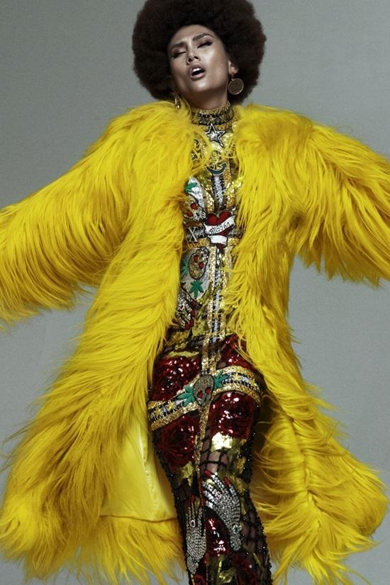 Võ Hoàng Yến biến hóa với phong cách disco