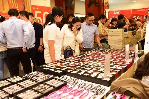 Hàng nghìn mẫu đồng hồ được bán tại sự kiện Vstyles Private Sale.