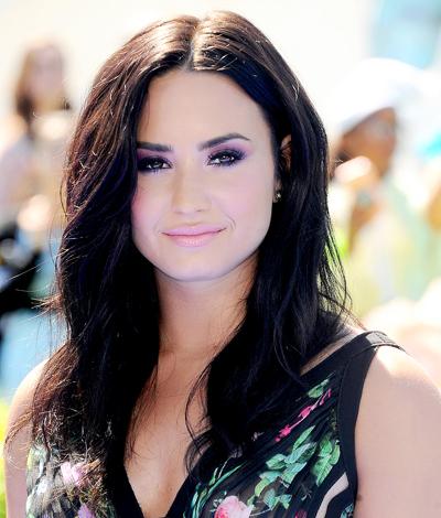 Demi Lovato chưa khỏe lại sau một tuần nằm viện. Ảnh: Startraks.