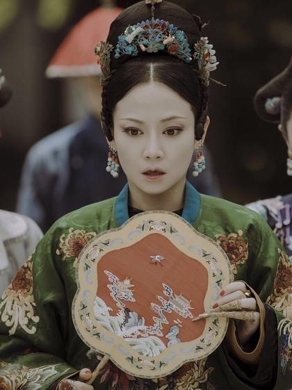 Đàm Trác vao vai Cao Quý phi, nhân vật phản diện của phim. Gây nên nhiều sóng gió trong hậu cung nhưng cuối cung, Cao Quý phi vẫn là người đàn bà đáng thương khi chịu kết cục bi thảm. Nhân vật trong phim được tạo hình dữ dằn với mắt xếch, gương mặt đanh đá, kiêu ngạo.