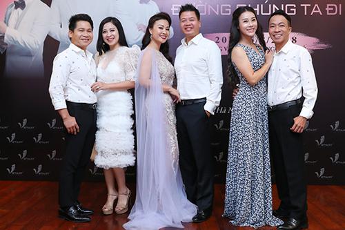 Từ trái sang: vợ chồng Trọng Tấn - Thanh Hoa, Kim Xuyến - Đăng Dương, Hoa Trần - Việt Hoàn.