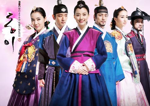 Han Hyo Joo nổi bật khi diện hanbok truyền thống - 4