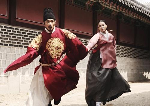 Loạt khoảnh khắc giúp Han Hyo Joo là  Nữ hoàng cổ trang Hàn Quốc - 7