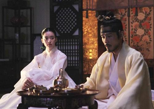 Han Hyo Joo nổi bật khi diện hanbok truyền thống - 7