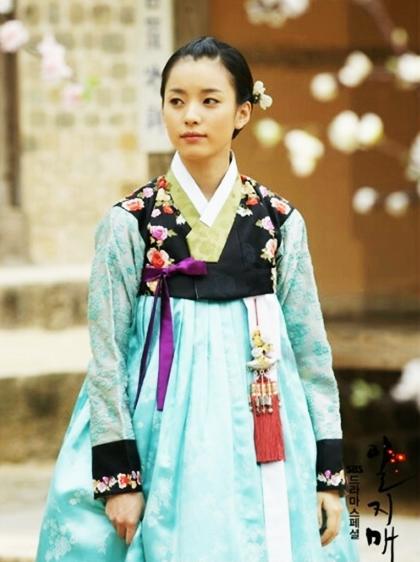 Loạt khoảnh khắc giúp Han Hyo Joo là  Nữ hoàng cổ trang Hàn Quốc - 1