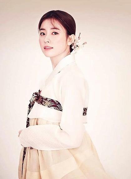 Loạt khoảnh khắc giúp Han Hyo Joo là  Nữ hoàng cổ trang Hàn Quốc - 10