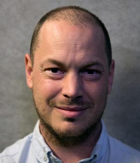 Jeff Maysh là cây bút người Anh, hiện sống ở California (Mỹ), nổi tiếng với các phóng sự, bài viết hình sự.