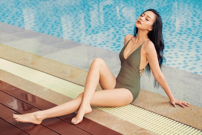 Người đẹp phim 'Gạo nếp gạo tẻ' tạo dáng với bikini
