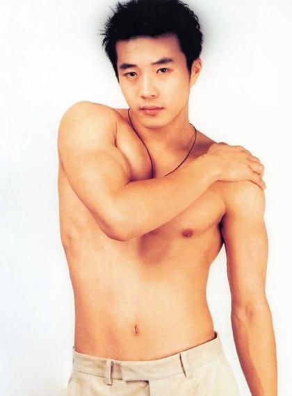 Biến đổi ngoại hình của Hoàng tử khóc Kwon Sang Woo qua 17 năm - 2