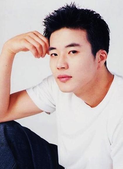 Biến đổi ngoại hình của Hoàng tử khóc Kwon Sang Woo qua 17 năm