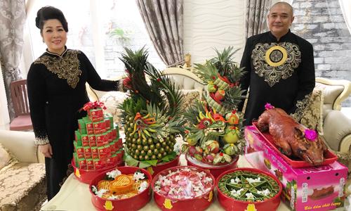 Vợ chồng Hồng Vân - Lê Tuấn Anh tự đứng ra dẫn dắt lễ vu quy của con gái.