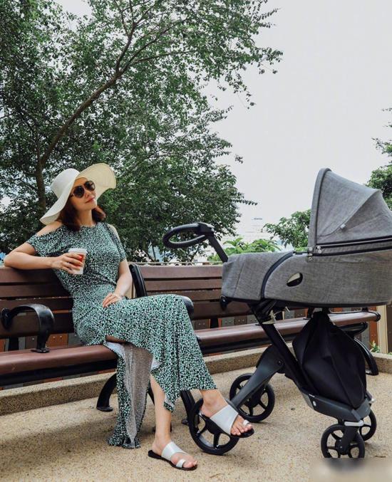 Mỹ nhân 'Diệp Vấn' khoe con gái sinh đôi