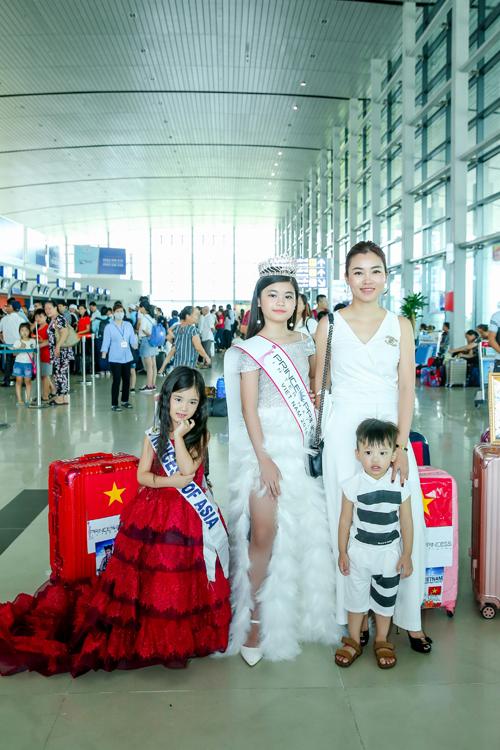 Trang Anh và Bảo Anh còn có một emtrai hai tuổi - Nguyễn Ngọc Bình Minh.