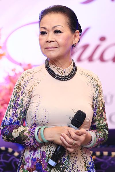 Nữ ca sĩ cho biết bà thích mặc đồ thoải mái chứ không chuộng hàng hiệu đắt tiền.