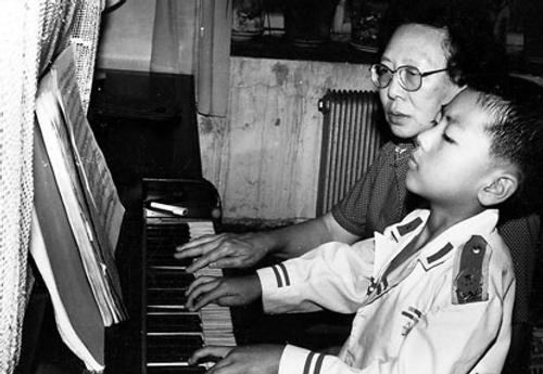 Lang Lang từng chịu rất nhiều áp lực luyện tập khi còn nhỏ.
