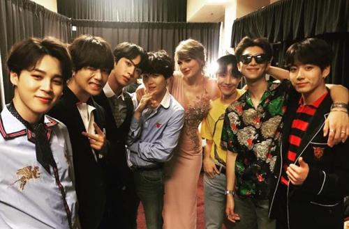 Taylor Swift và nhóm nhạc Hàn Quốc BTS tại lễ trao giải