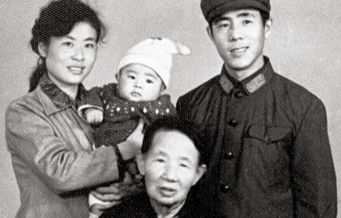 Lang Lang sinh ra trong một gia đình đam mê âm nhạc.