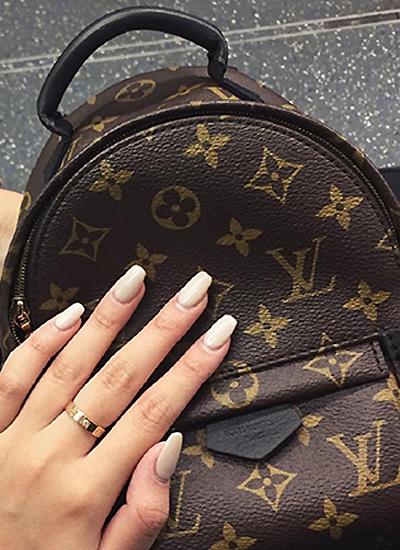 Ba lô Louis Vuitton 1.810 USD (43 triệu đồng).