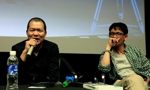 Đạo diễn Lương Đình Dũng (trái) trong buổi trò chuyện.