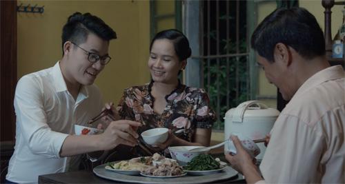 Cuộc sống hạnh phúc của gia đình Duy Cường khi xưa được tái hiện trong MV mới.