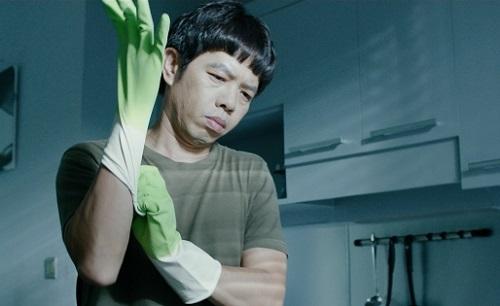 Thái Hòa thủ vai người đàn ông đến giúp việc cho một cô gái thành đạt trong Chàng vợ của em.