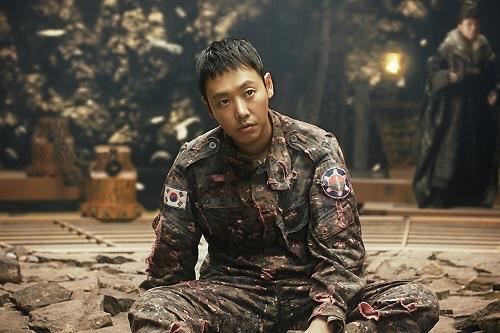Kim Dong Wook thể hiệntròn trịavai chínhKim Soo Hong với nhiều biểu cảm tâm lý.